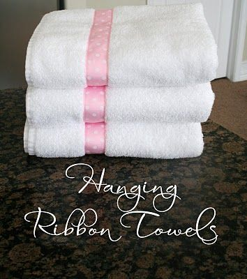 Add a ribbon to your towels: Decor Bathroom Towels, Home Diy, Sewing Projects, Gifts Ideas, Diy Crafts Wedding Gifts, Hanging Ribbons, Decor Blog, Easy Sewing, Ribbons Towels