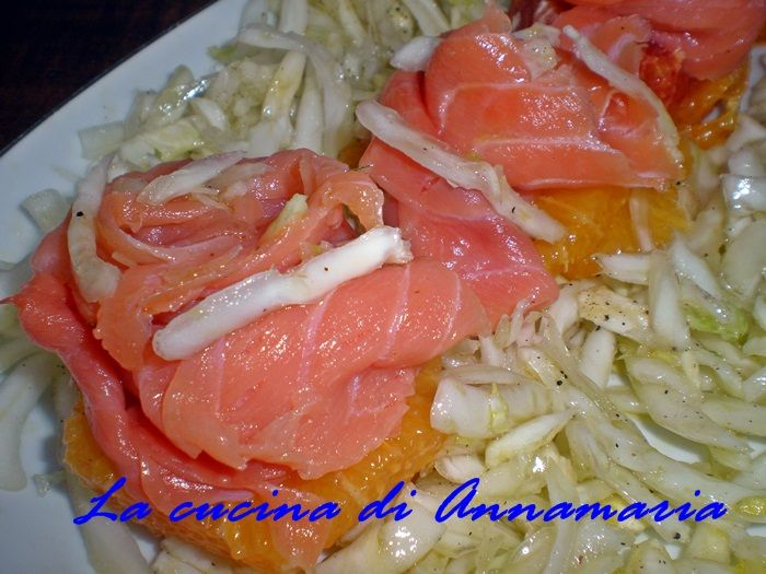 Insalata con arance e salmone, ricetta antipasto di Natale e Capodanno