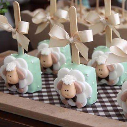 E a Inspiração de hoje é esse lindo pão de mel, para chá de bebê. -> Temos moldes, formas, cortadores de ovelhinhas e formas de silicone de pão de mel  quadrado.  🐑🌺😍☺  Venha conferir!  #cake #cakedesign #acessorios #embalagens #confeitaria #confeiteiros #boutiquedoconfeiteiro #bolos #bolosgyn #chef #Goiania #chadebebe #doces #good #love #festasinfantis