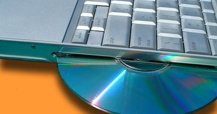 Cómo usar un disco duro externo Toshiba . Toshiba fabrica varios modelos de discos duros externos, la mayoría de los cuales son compatibles con cualquier computadora que tenga un puerto USB. Cualquier tipo de archivo o carpeta que no se trate de un programa instalado puede ser trasferido a un disco duro externo Toshiba. Puedes usar tu disco duro externo para respaldar todas tus fotos, ...