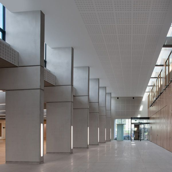 The new building is part single and part two storey, two new entrances are provided, one to the north and one to the south, accessed from the shared space, entering into the double height internal street
