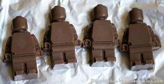 avec le moule à glaçons, faire des chocolats / making chocolate Lego with Mini Figure Ice Cube Tray