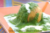 Potato Cheese Balls In Spinach Gravy: Make the koftas and the gravy ahead of time. The last minute putting together is what makes this dish so perfect for a party! I sometimes halve the koftas and serve them cut side up so that the stuffing can be seen.