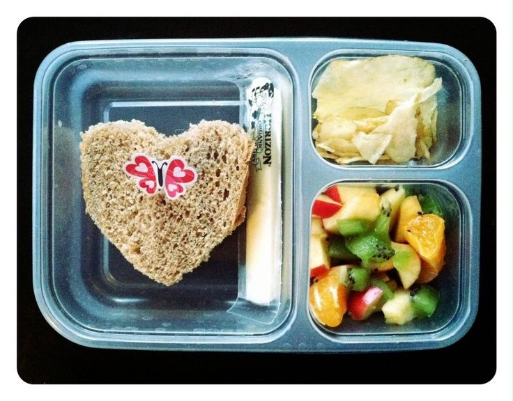 """""""Real food"""" non processed lunches. I may not have a kid in school yet, but I'll be sure to make these for myself! (and yes, I will be including a love note to myself too. 'Cause I heart myself, lol)."""