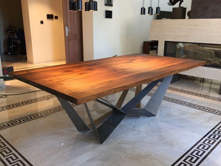 Dining table.Blat z orzecha amerykańskiego wykonała nasz firma..