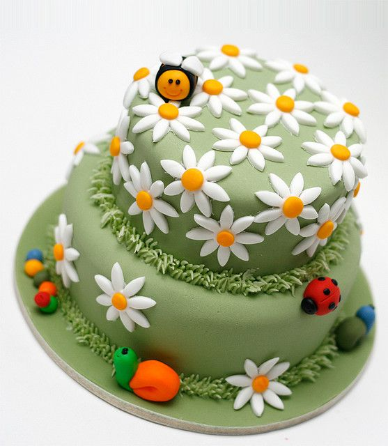 Meadowland Cake (fondant cake) by Paige Fong, via Flickr
