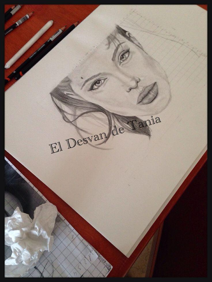 Paso 4 Angelina Jolie a lápiz! Eldesvandetania.blogspot.com Facebook: el desvan de Tania  Twitter @El Desván De Tania