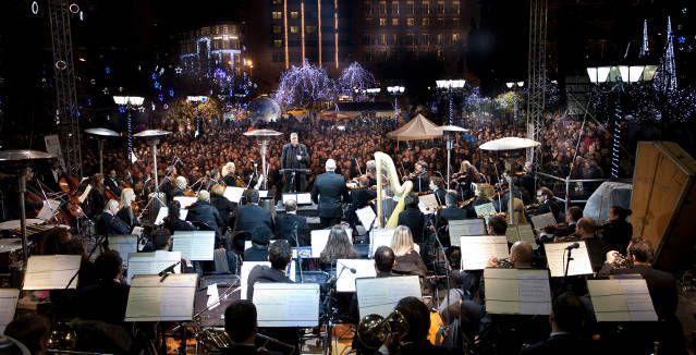 Μουσικές εκδηλώσεις στη χριστουγεννιάτικη Αθήνα.13 ημέρες γεμάτες μουσική και χορό με αγαπημένους καλλιτέχνες στην πόλη. #festival #xmas #event #music #athens #pop #rock #alternative #freeculture #swing #concert
