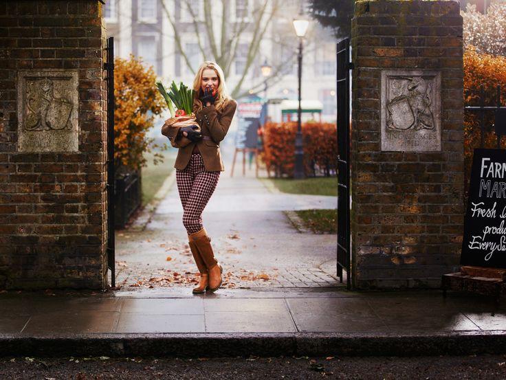 Mara Vale GTX - Schlichtes, stilsicheres Design  – die Mara Vail Damenstiefel aus dunkelbraunem Leder halten, was sie versprechen. Der Winterstiefel glänzt mit zwei Zierschnallen und einen 3 cm hohen Absatz. #HW13