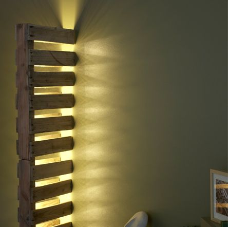 """Lampadaire """"La part de l'ombre n°2"""" DIY palette bois, détournement d'objets, luminaire, design / Daney Factory"""