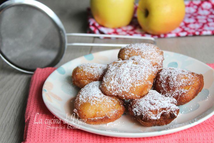 Frittelle di ricotta e mele ricetta golosa di Carnevale facile da fare, morbidissime e profumate, una tira l'altra, buonissime a merenda o a colazione.