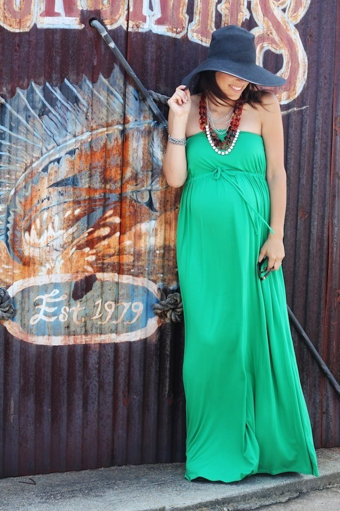 7-7looks_VanessaKnox I love this emerald green maternity dress for the summer time. It super stylish and on trend with Pantone's emerald for the year. #maternityfashion #maternitystyle #maternity dress