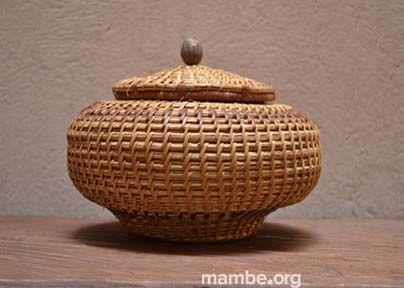 Canasto con tapa hecho por artesanos Piaroa. (Vichada- Colombia) #Artesanias  Cómpralo en Mambe.org!