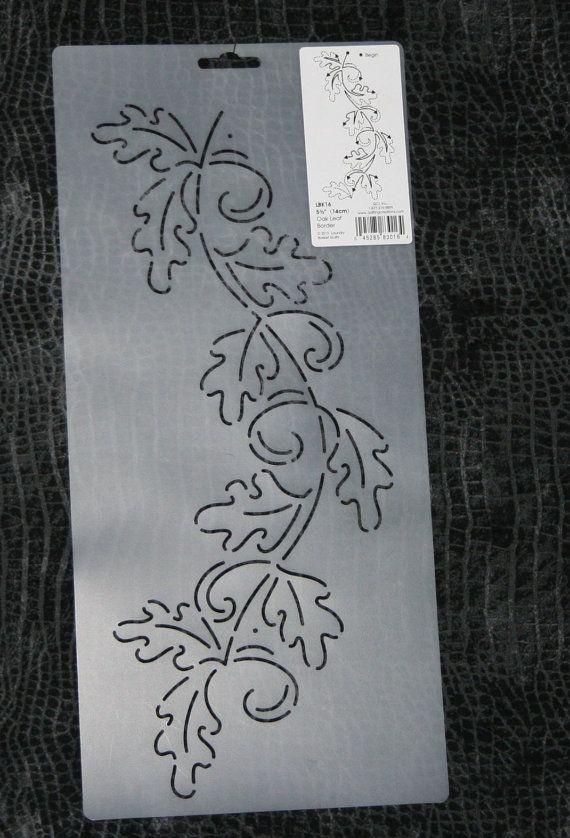 Hallo, Herfstbladeren!  Deze aanbieding is voor een Oak Leaf grens stencil dat geweldig op de grens van een daling van de quilt werkt.  U ontvangt het stencil weergegeven:  LBK16 Eiken blad grens, 5 1/2 door wasmand dekbedden  De meting verwijst naar de werkelijke breedte van het ontwerp van het stencil.  Dit stencil is vergelijkbaar (iets groter) dan een ander stencil ik uitvoeren.  Deze veelzijdige stencil is geweldig wanneer u wilt toevoegen van een vleugje herfst of najaar aan uw dek...