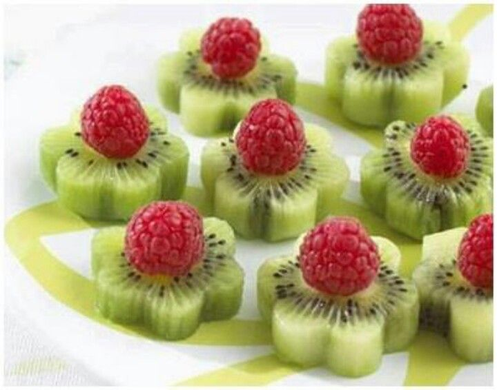 cute party Flower snacks - Do blackberries instead of raspberries