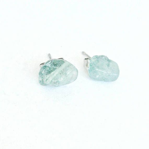 *PROPERTIES OF AQUAMARINE* Aquamarine enhances communication and cleanses tightly held emotions. The crystal provides calming energies that aid in letting intense feelings go to hear one's inner self. Aquamarine resonates with the throat chakra.  Aquamarine is also March's birthstone.