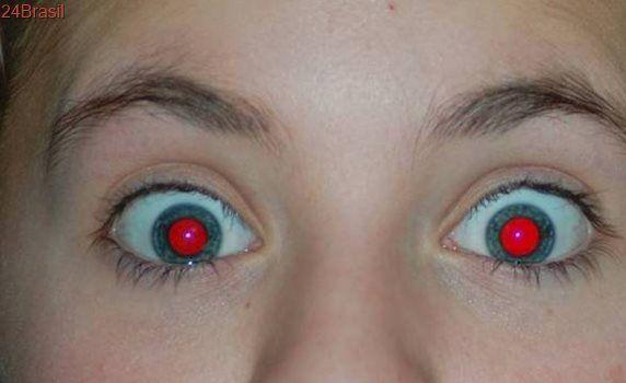 Como remover os olhos vermelhos em uma foto?