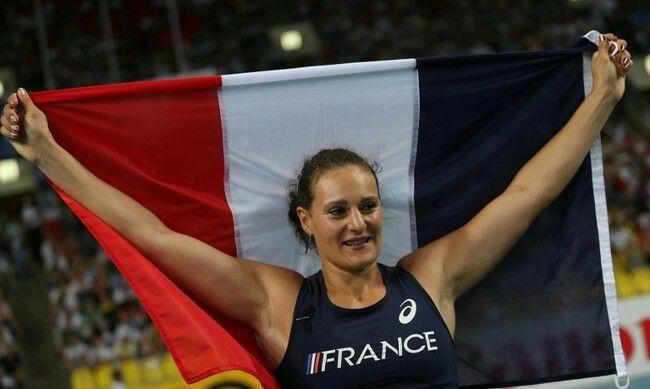 À 37 ans, la Lyonnaise vient de remporter la médaille d'argent au concours du lancer de disque aux Jeux olympiques de Rio, en réalisant un jet à 66,73 mètres. Le nouveau record de France.