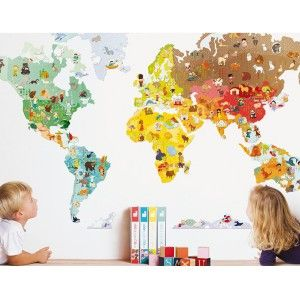 Bonitos Vinilos MagnetiStick: El Mundo de Janod para decorar la habitación de los pequeños, a la vez que se divierten jugando con más de 100 imanes de animales para pegar en vinilo con forma de mundo.