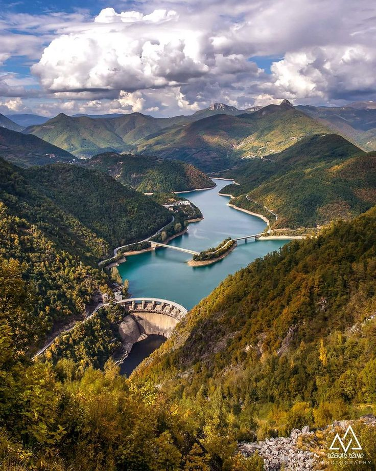 5 most beautiful lakes in Bosnia and Herzegovina. Situated on a terraced plateau below the intimidating peaks of mountains Prenj and Cvrsnica Mountains, Jablanica teeters between the Mediterranean and continental climates.