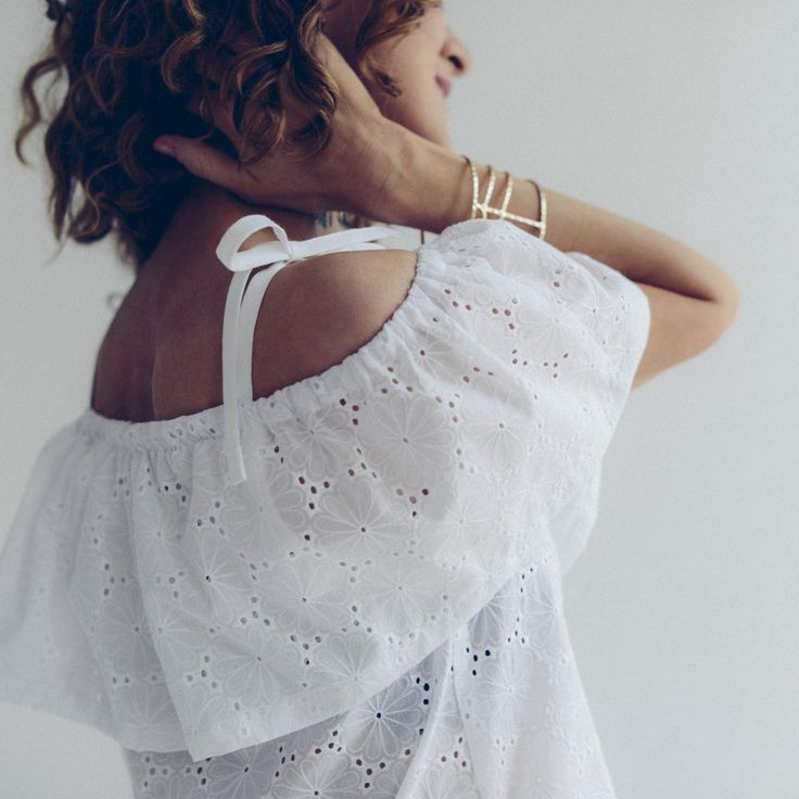 Are you looking for an off the shoulder dressmaking pattern? Check out this top / dress sewing pattern from Vanessa Pouzet. Read reviews here.