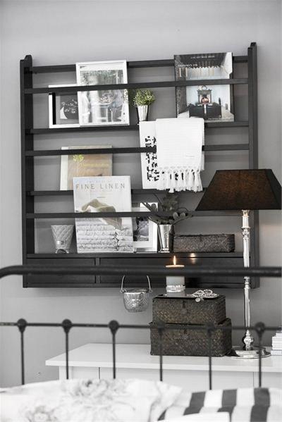 Soveværelse - Klassisk » Lene Bjerre (plate rack on one of the sconce walls)
