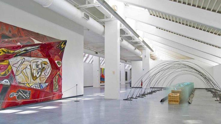 A CAPODIMONTE RITORNA L'ARTE CONTEMPORNAEA Dal 14 luglio a Capodimonte è stata riaperta la sezione di Arte contemporanea, la prima realizzata in Italia in un museo di arte antica negli anni Settanta. La raccolta di più di 90 capolavori è possibile visitarla dalle 8.30 alle 19.30.