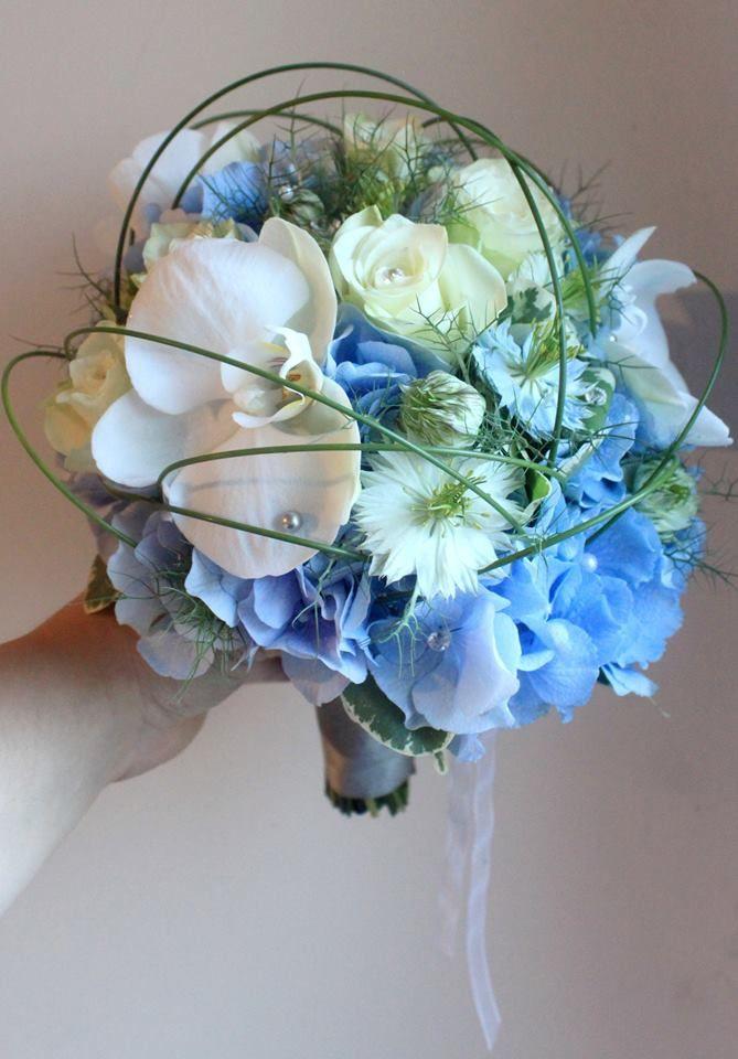Bouquet de mariée blanc et bleu orchidée blanche rose blanche hortensia