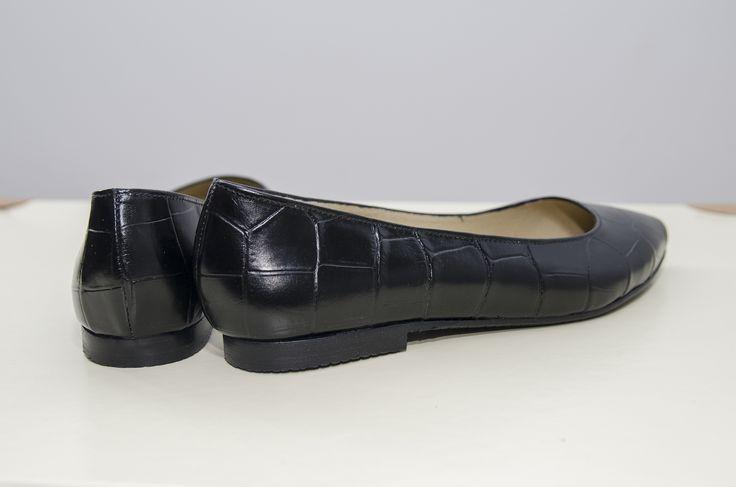 "<p class=""p1""><span class=""s1"">Balerini stiletto negri Stephanie, din piele naturală tip Croco la exterior si piele de bovina in interior.</span></p>"