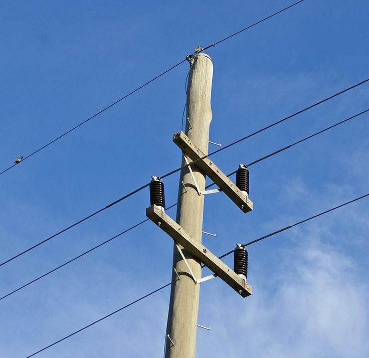 Two_armed_power_pole_2.jpg 1,500×1,457 pixels