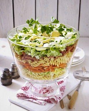 Schichtsalat mit Nudeln und Kasseler Rezept