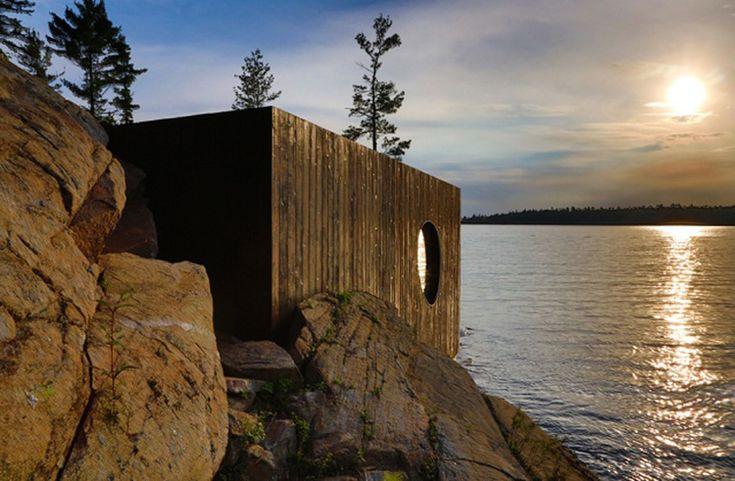 Sauna Grotto, do escritório Partisans, localizada obre o lago Huron em uma ilha particular no Canadá.
