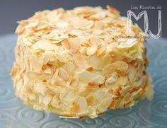 INGREDIENTES: molde 18 cm Para el bizcocho: 4 huevos 100 g de azúcar 120 g de harina de repostería 1 pellizco de sal Para ...