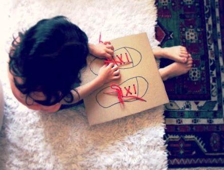 учимся завязывать шнурки