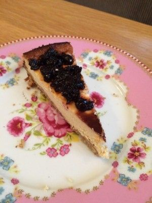 Ook zo dol op gebakken New York cheesecake? Ontdek dan dit recept. Een tarwe- en suikervrije cheesecake die past binnen de Voedselzandloper en clean eating,