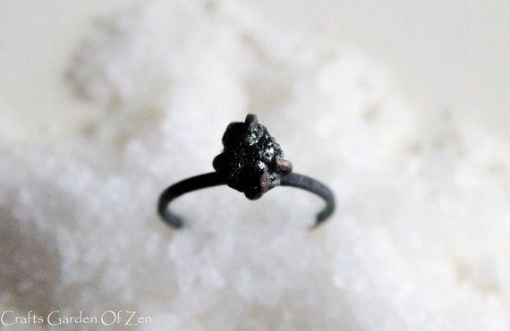 Anillo de compromiso alternativo único anillo por CraftsGardenOfZen