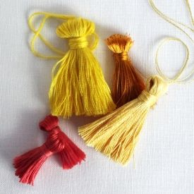 Easy DIY Tutorial to make your own tassels for use in all sorts of crafts