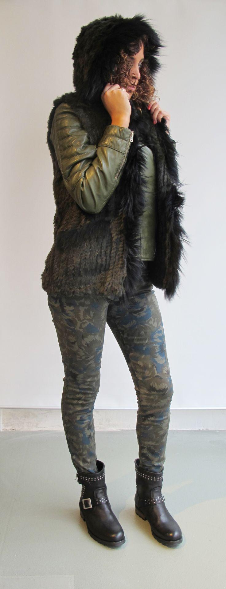 #wilcolook #moda #mujer chaleco piel #oakwood cazadora piel #oakwood pantalon #reiko botas #palladium http://www.miinto.es/shops/b-1040-wilco