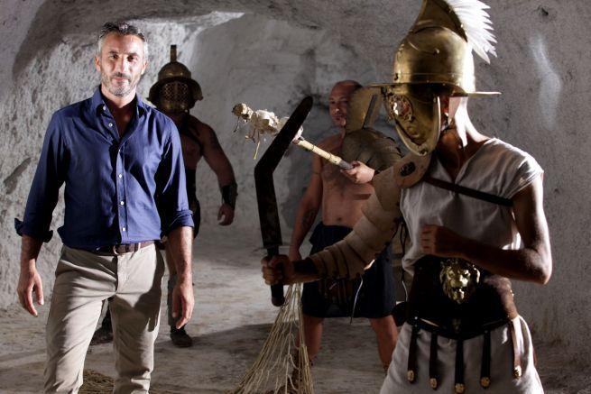 Dal set di Gladiators, le foto del backstage con Vincenzo Venuto e la troupe di DeASapere