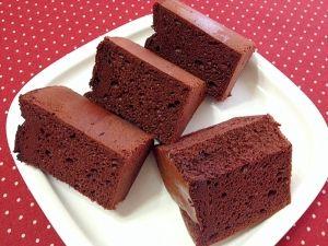 「大人のための☆濃厚チョコシフォンケーキ」【バレンタイン】 しっとり!した濃厚なココア生地にビターチョコを加えた\(^▽^)/ほろ苦く甘さ控えめの大人のチョコレートシフォンケーキです。【楽天レシピ】