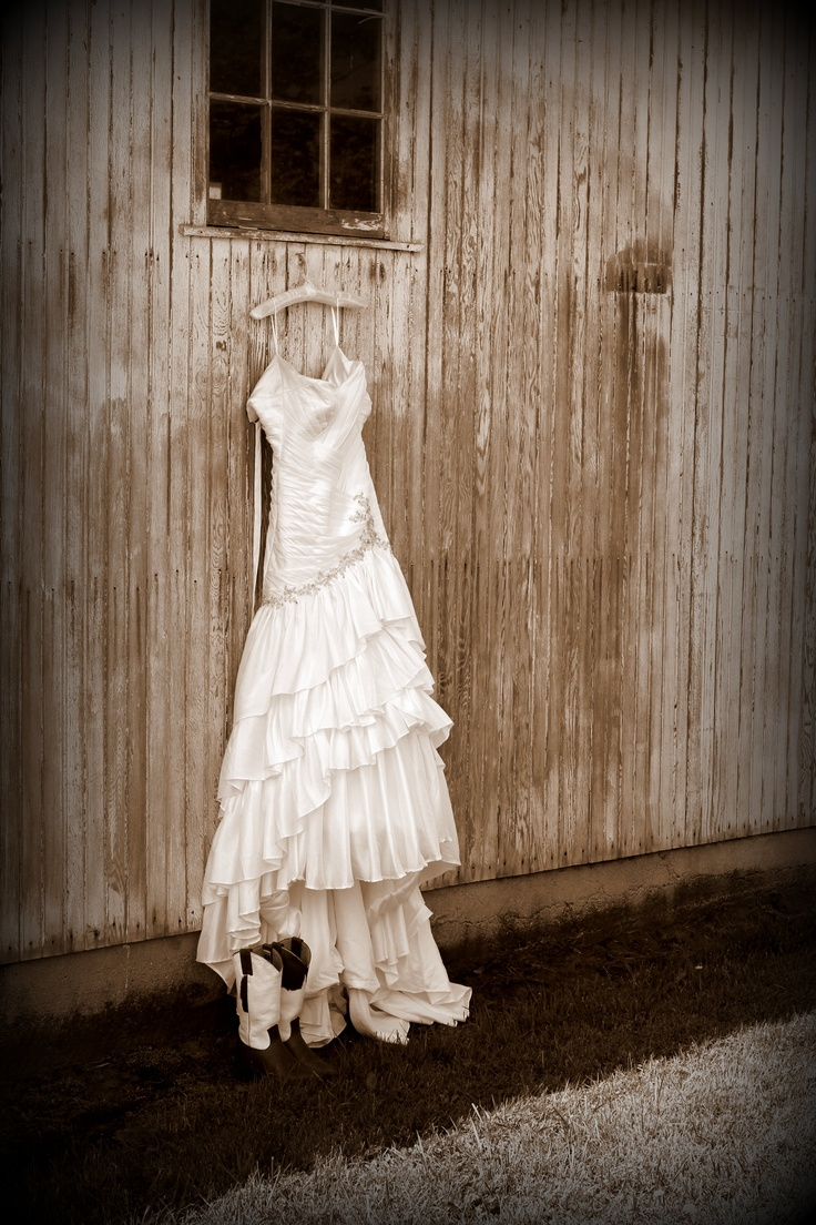 Country wedding dress and boots old barn background nice for Dress for barn wedding