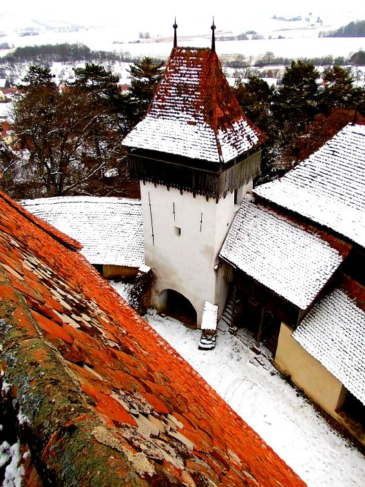 Viscri's Fortified Church in Transylvania, Romania.  Read the whole story here: http://www.wanderlusting.info/cultures/day-i-held-keys-unesco-site#.Tz2IxbHxpZA