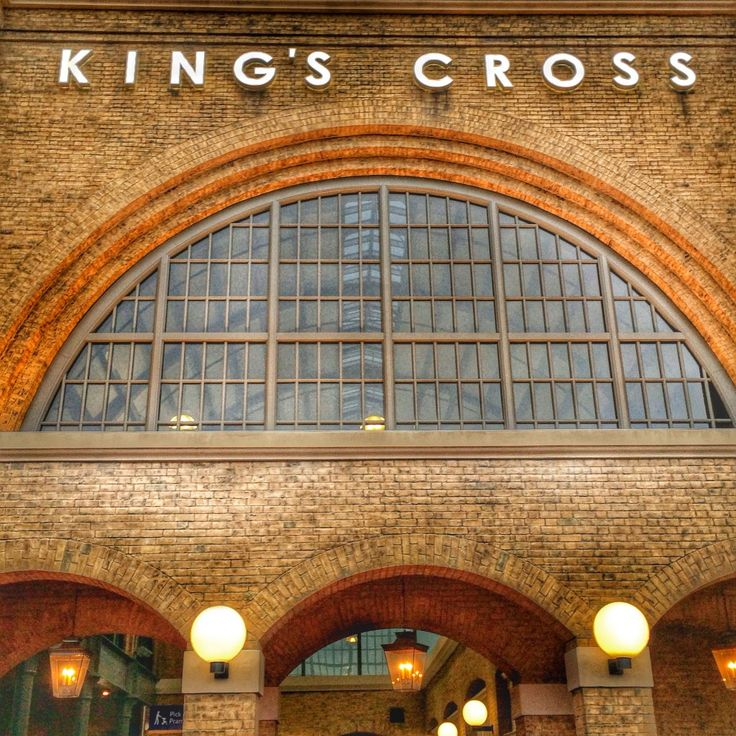 The Wizarding World of Harry Potter Diagon Alley Hogwarts Express kings cross station london