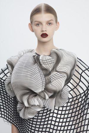 collection de fin d'étude par Raviv Noa 2014 impressions 3d sur voilages ,courbes, ondulations, motifs, lignes, voilages