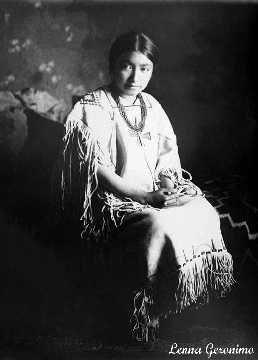 Lenna Geronimo. Daughter of Goyathlay (Geronimo)] 1907 (Antique photo of Native American).