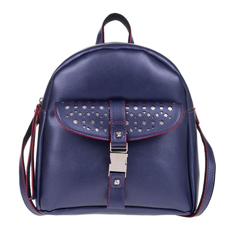 ΤΣΑΝΤΑ PIERRO 00173 ΜΠΛΕ  Τσάντα πλάτης με εξωτερικό μπροστινό τσεπάκι,  διακοσμητική κλειδαριά και πίσω τσέπη με φερμουάρ.  Ύψος29  Πλάτος27