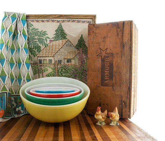 Pyrex mischende Schüsseln Set Grundfarben Vintage von PlumsandHoney