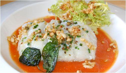 La Receta de los Viernes: Bacalao con crema de pimientos escalibados y vinagreta de frutos secos ahumados #recetas