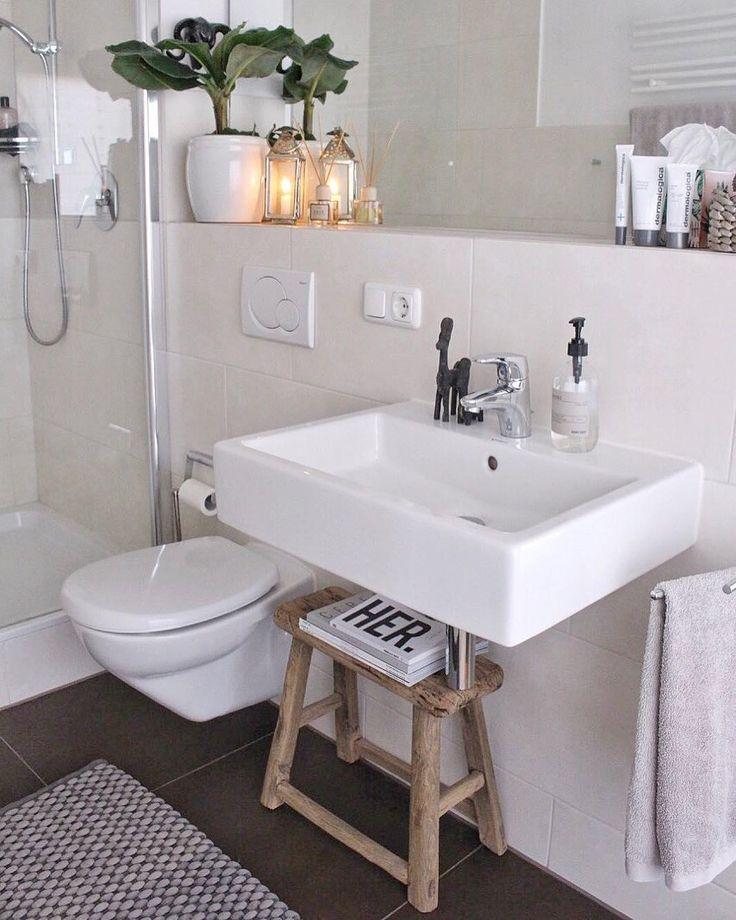 Als Was Ein Hocker Alles Zu Gebrauchen Ist In Diesem Badezimmer Wird Der Rustikale Holzhocker Lawas Mal Eben Badezimmer Ablage Bad Einrichten Badezimmer Holz