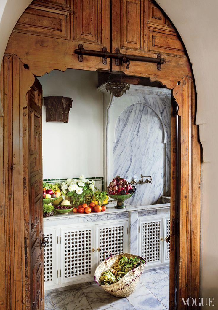 The kitchen features elaborate mashrabiya fretted woodwork.